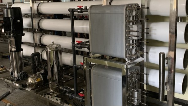 反渗透纯水设备的工作原理